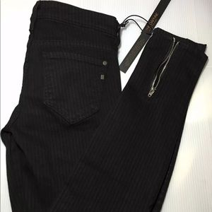 Brand New With Tags Black Genetic Jeans sz 26